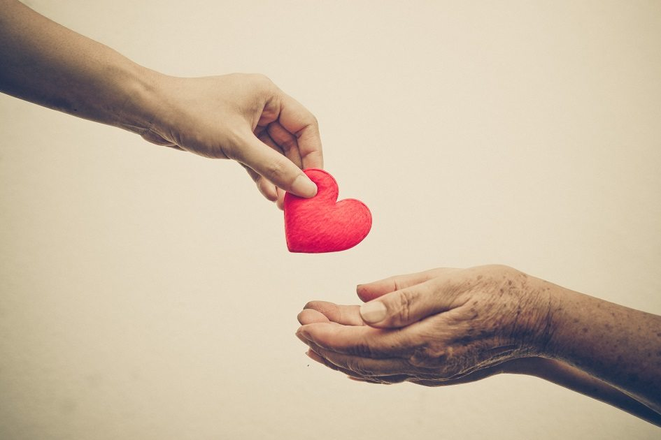 Alzheimer - Saiba como um Cuidador de Idosos deve agir no dia a dia